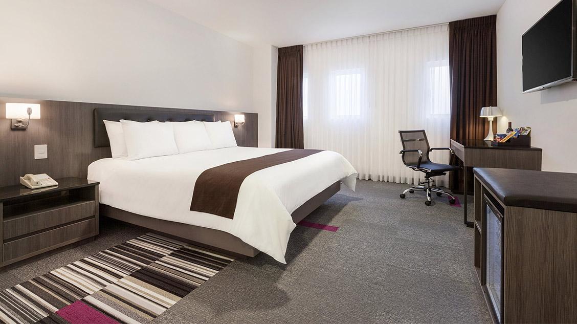 Costa del sol wyndham lima airport hotel in peru travel - Decoracion habitaciones de hotel ...